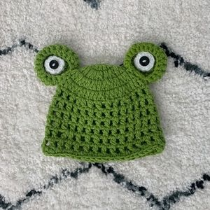 Other - Green, knit frog hat for baby girl / boy